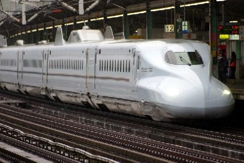 新幹線で「焼身自殺」図って乗客が死傷、死亡した容疑者の法的責任を問えるのか?