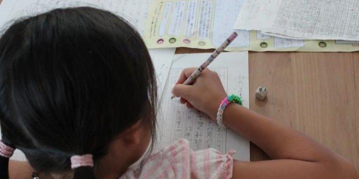 塾で忙しい小学生のため「夏休みの宿題やります」業者の「代行サービス」は合法なの?