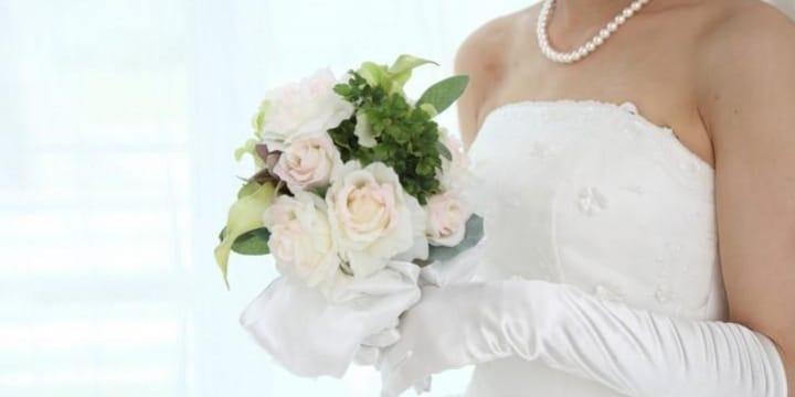 「結婚式写真」SNSへの投稿は「婚テロ」? 傷ついた独身女性は慰謝料請求できるか