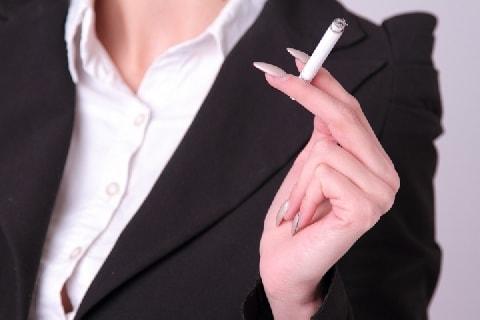 不妊治療中の妻のタンスからタバコの吸い殻・・・「裏切りだ」怒った夫は離婚できる?