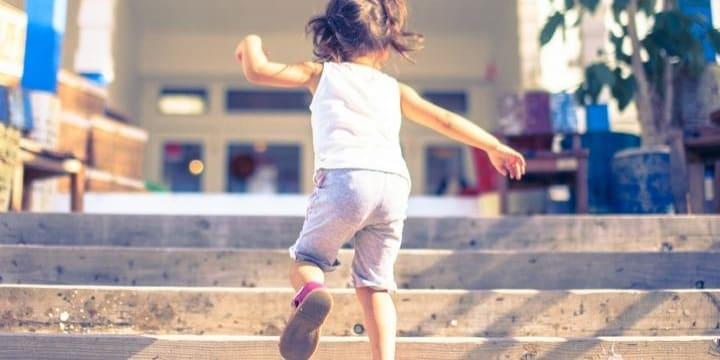 厚労省が児童福祉司の「国家資格化」を検討・・・虐待防止の切り札になるか?