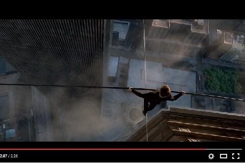 高層ビルの間を「綱渡り」した男の映画が全米で公開――犯罪にならないのか?