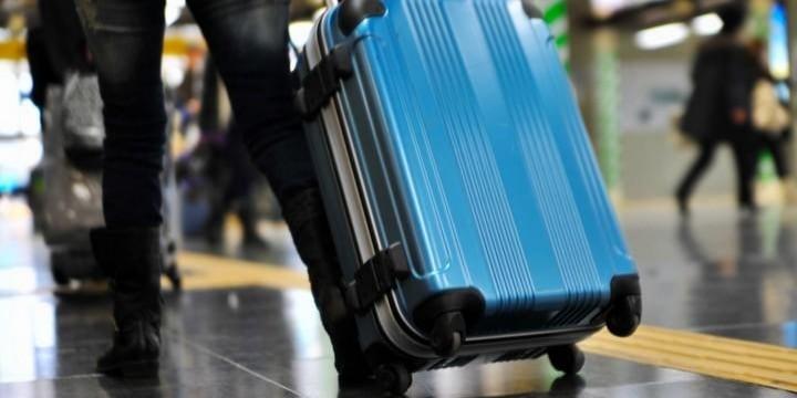 「歩く凶器」キャリーバッグでケガさせ損害賠償も――どこに注意すればいいのか?