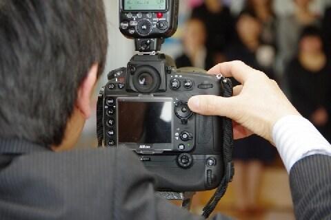 観光施設で撮影した入場客の「写真」 勝手に出口で販売ーー肖像権の侵害じゃないの?