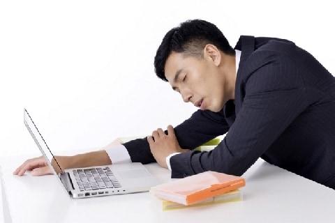 労基署の立ち入り基準を「残業80時間超」に拡大…職員が過労死してしまうのでは?