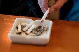 「喫煙者は採用しない」という会社の「方針」 法的に問題ないのか?