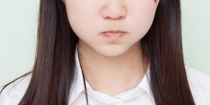 天然パーマでいじめられ「縮毛矯正」した娘に学校が「戻せ!」、そんな対応はアリ?