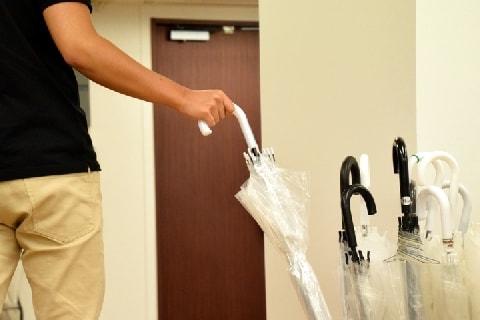 函館で「傘の無料貸し出し」1500本中1100本が返却されず…返さなかったら犯罪?