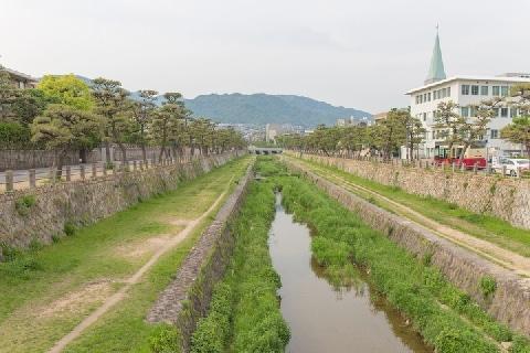 芦屋市「日本一厳しい景観条例」施行、「営業の自由」より「景観」が優先される?