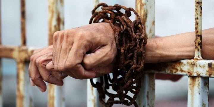 刑務所から行方不明の受刑者を寮の「屋上」で発見、「逃走罪」になる?