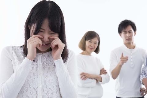義母と「同居しない」と約束して結婚したのに、翻した夫…離婚話にどう影響する?