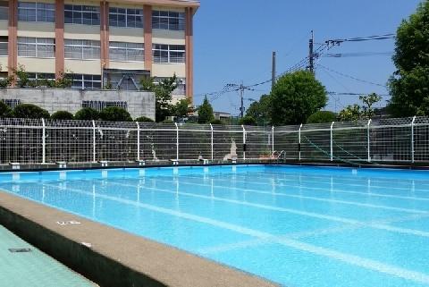 水泳授業の飛び込みで首骨折、弁護士「一向に改善せず、事故が起き続けている」