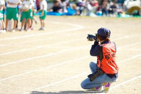 学校行事で「プロカメラマン」が撮影した写真、購入後の著作権はどうなるの?