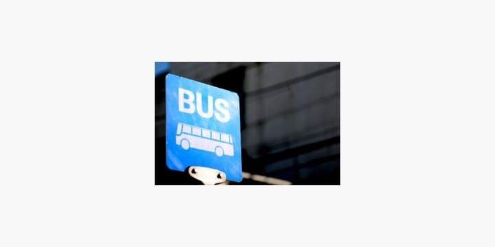 バス運転手が走行中に「意識不明」 無免許の乗客が運転するのは「違法」でないか?
