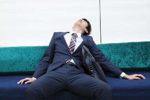酔いが覚めるまで「山手線」乗りっぱなしで睡眠、どんな法的問題がある?