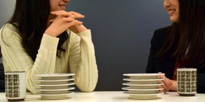 行列の「回転寿司」食べ終わった後も居座る女子大生たち…退店を求めることは可能?