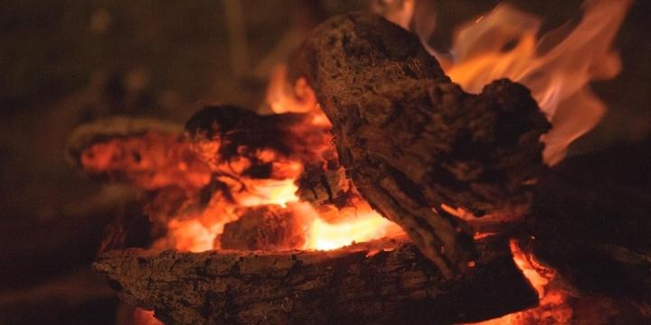 山火事原因の3割を占める「たき火」、燃え広がったらどんな法的責任が生じる?