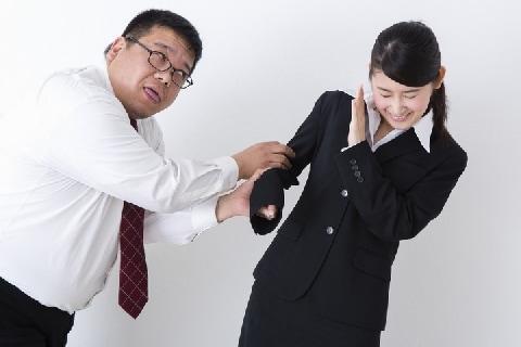 上司の私的な誘い拒否→「社会人失格」と書かれたメール届く…セクハラでは?