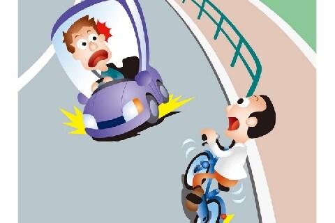 車とすれ違う右側走行の危険な「逆走自転車」…道交法違反で「罰金5万円」の可能性も