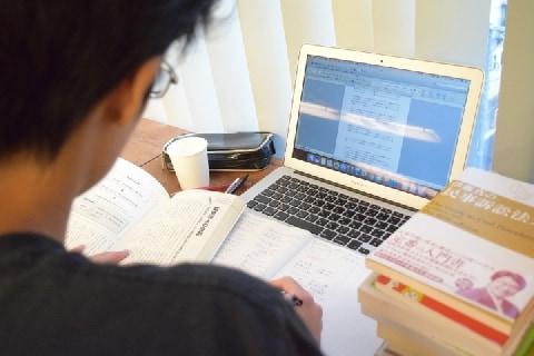 マックで「商品買わず」、延々と勉強する大学生…追い出すことはできないの?