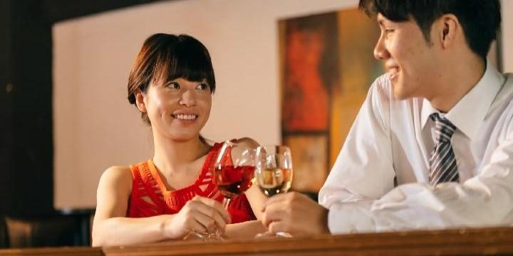 「恋人同伴ならご馳走するよ」常連客からの提案、「レンタル彼女」で騙したら犯罪?