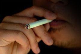 そろそろ歩きタバコを「法律」で規制すべきか?