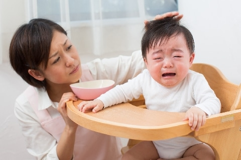 赤ちゃんの泣き声に腹を立てた隣人が嫌がらせでウソの虐待通報、法的問題はある?