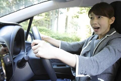 相次ぐ車の割り込み、あおりトラブル…危険な追跡で「暴行罪」が認められた例も