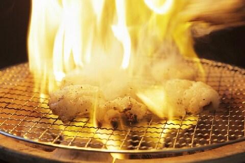 焼肉屋、客が「ホルモン焼き過ぎ」で隣のビル巻き込む火災…責任問題はどうなる?