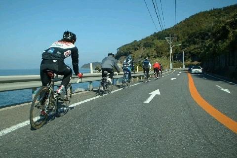 車道をトロトロ走る「自転車」が鬱陶しい、クラクションや幅寄せしたらどうなる?