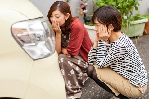 レンタカーで「擦り傷」をつけたと疑われた…貸出時に「傷なし」で同意、争う余地は?