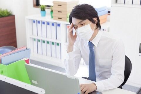 「同期に遅れたくない」インフルなのに黙って出社、バレたら処分を受ける?