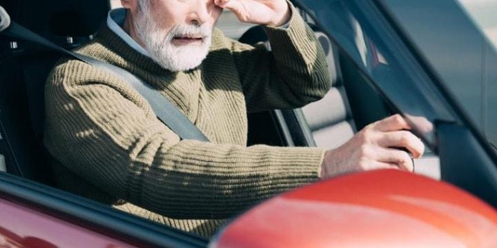 高齢者の運転免許、強制返納の仕組みが必要か? 弁護士の意見割れる
