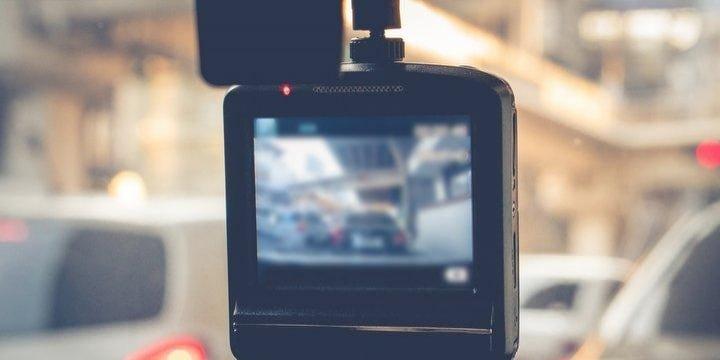 ドラレコで撮影した迷惑運転をYouTubeに…「お怒りごもっとも」だけど、名誉毀損の恐れも