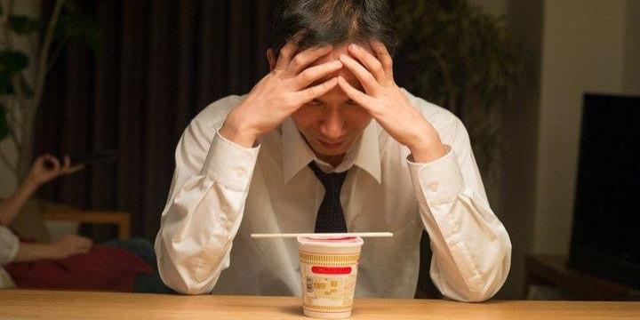 「メシハラ妻」に別室で食事させられる夫たち、おかずも違い悲痛…離婚できる?