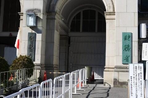 「税金泥棒」批判受ける福田、佐川氏の退職金「計1億円」、支給制限が難しいワケ
