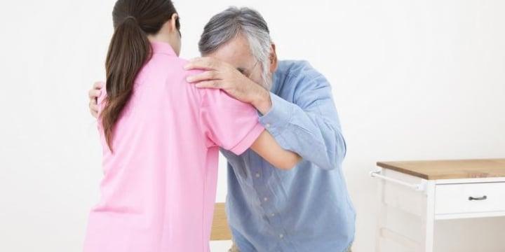「アンタ、大きいなぁ」「AVどれがいい?」介護現場のセクハラ、3割が経験…組合調査