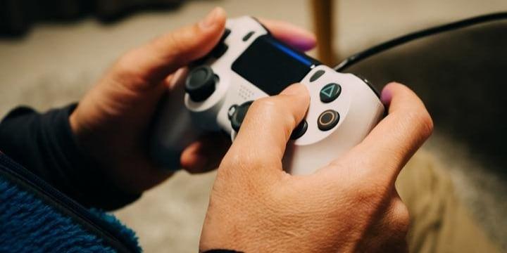 「ゲームバー」全国初摘発・・・友だちを家に呼んで「テレビゲーム」しても違法?