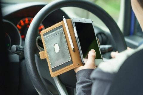運転手に電話で「LINE見て」と促したらバスに追突! 通話相手が罪に問われたワケ