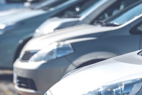 コンビニ「無断駐車」1万時間超えに「920万」の支払い命令…損害賠償額はどう決まる?