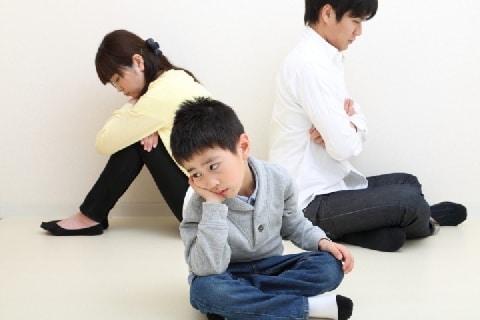 中学生男子、父からの養育費を母と継父に「拒否」され涙 どうすれば?