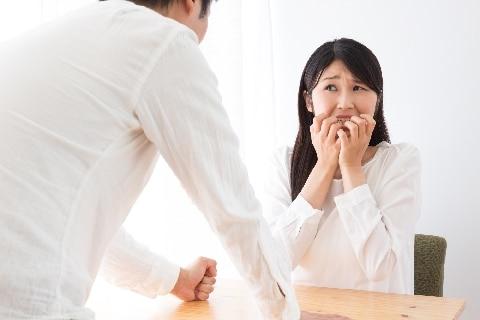 年収1000万円のモラハラ夫、専業主婦の妻に「年収分の家事をして」アラ探しの毎日