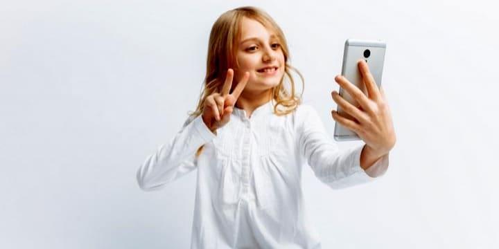 アプリで知り合った女児に「裸写真」を送らせる手口、なぜ「強制わいせつ罪」なのか?
