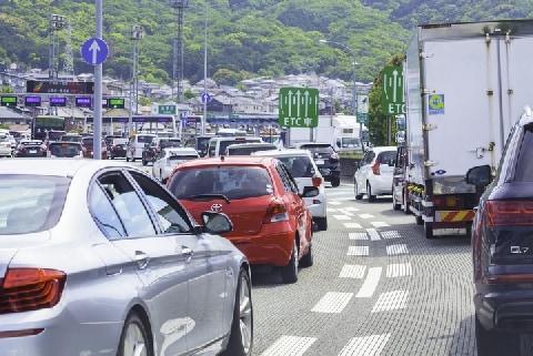 年末年始「渋滞40km」予想 イライラが招く初歩的な交通違反