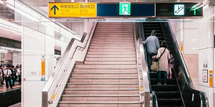 エスカレーター歩行に反響 止まると舌打ち、「階段より早い」と反論も