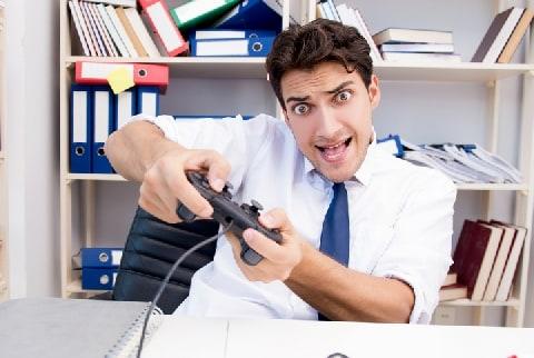 「仕事速いけど、業務時間中ゲーム」の社員、クビにできる? 働き方改革の本質