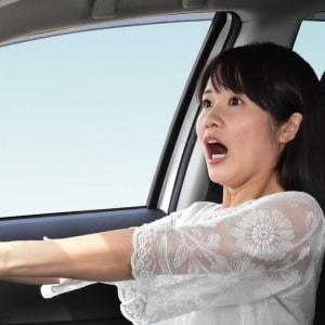 黄信号で前の車が急ブレーキ…追突した方が悪い?
