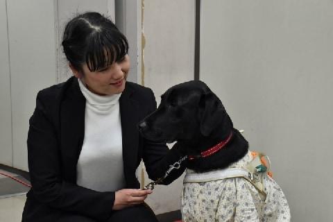 視覚障がい者の元女性職員、日本盲導犬協会を提訴「差別的なあつかい受けた」