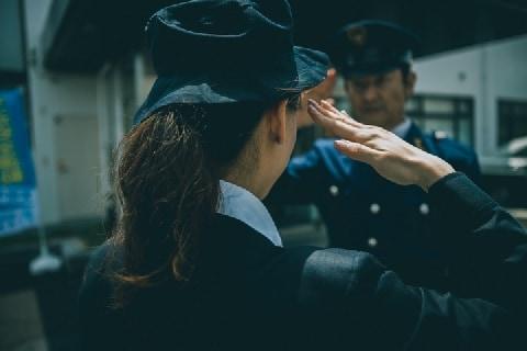 風俗で働いた女性巡査が減給処分→依願退職…公務員「夜の副業」がダメな理由