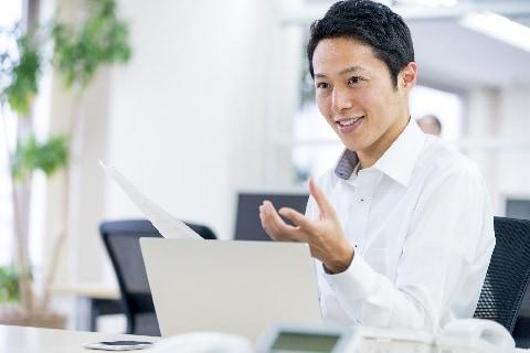 イキリ社員による「職場の士気低下」問題 会社はどう対処する?